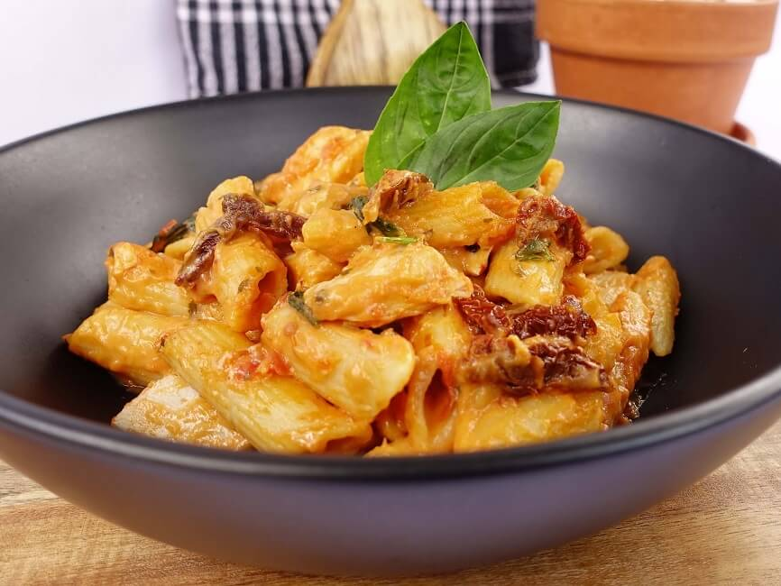 Chicken penne rosa with sundried tomato
