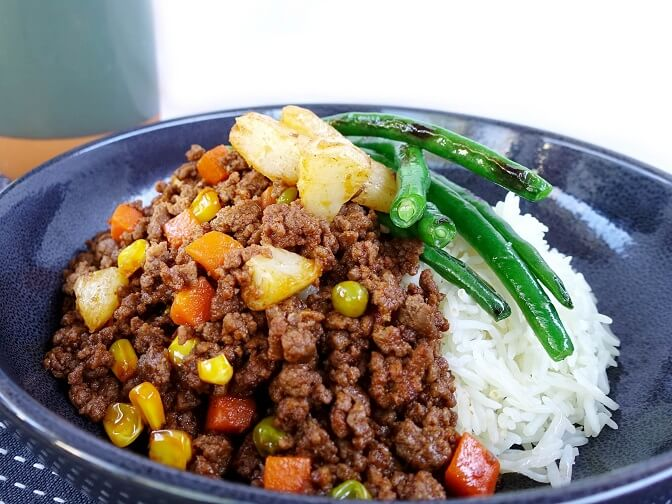 Savoury beef mince with green beans and rice