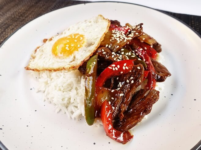 Pepper steak stir fry with egg