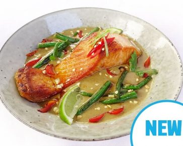 Green curry salmon with green beans and basmati rice